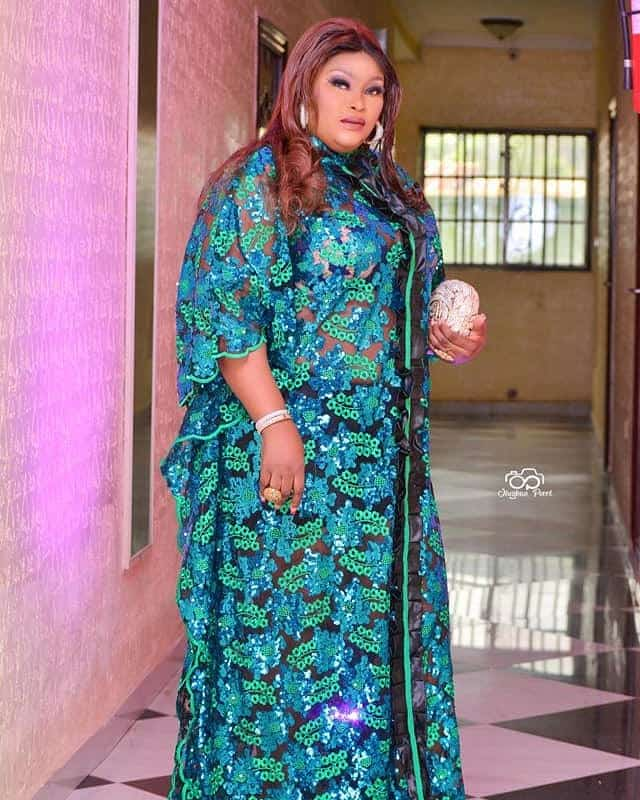 20 PICTURES Gorgeous Asoebi Styles - African Dresses For Wedding