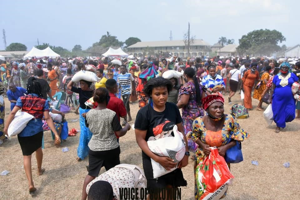Prophetess Rose Kelvin a.k.a Mummy Rose Donates Cash, Food items to Widows, Orphans, debunks Political Ambition Rumours