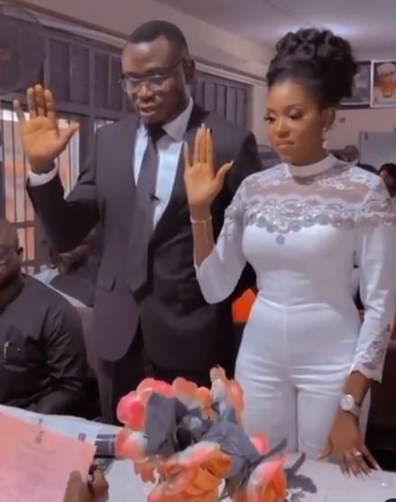 Actress, Biola Adebayo ties the knot with her lover (video)