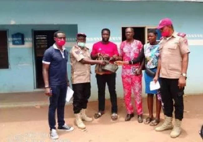 FRSC returns N716,800 recovered at accident scene to family of deceased