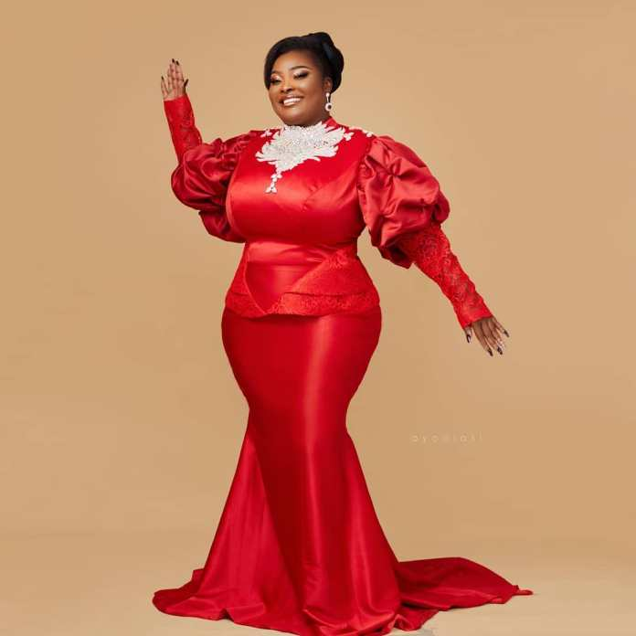 Curves Oooooo! Ronke Odusanya Serves Curves For Birthday