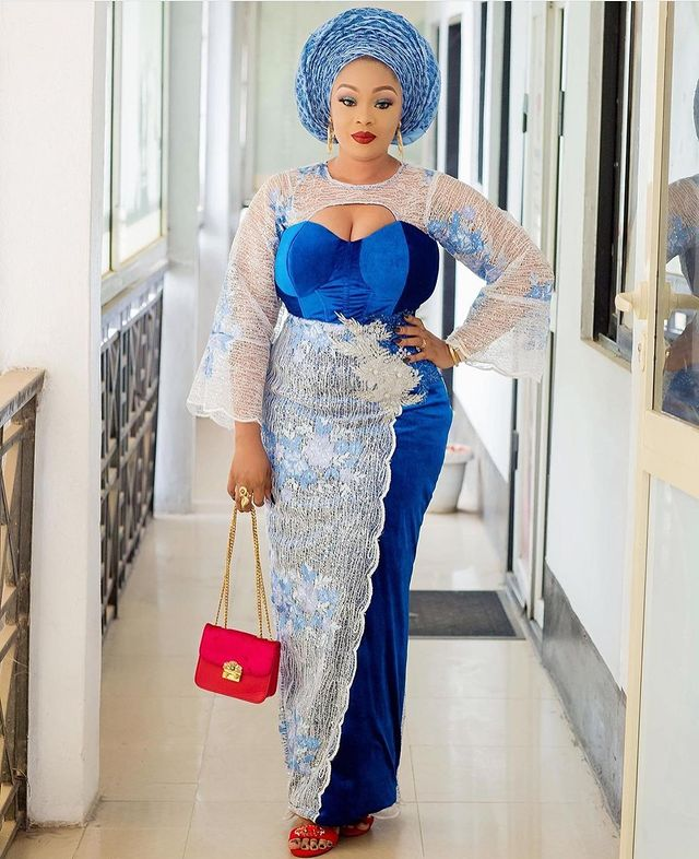 Make A Statement In These Chic And Classy Aso Ebi Styles