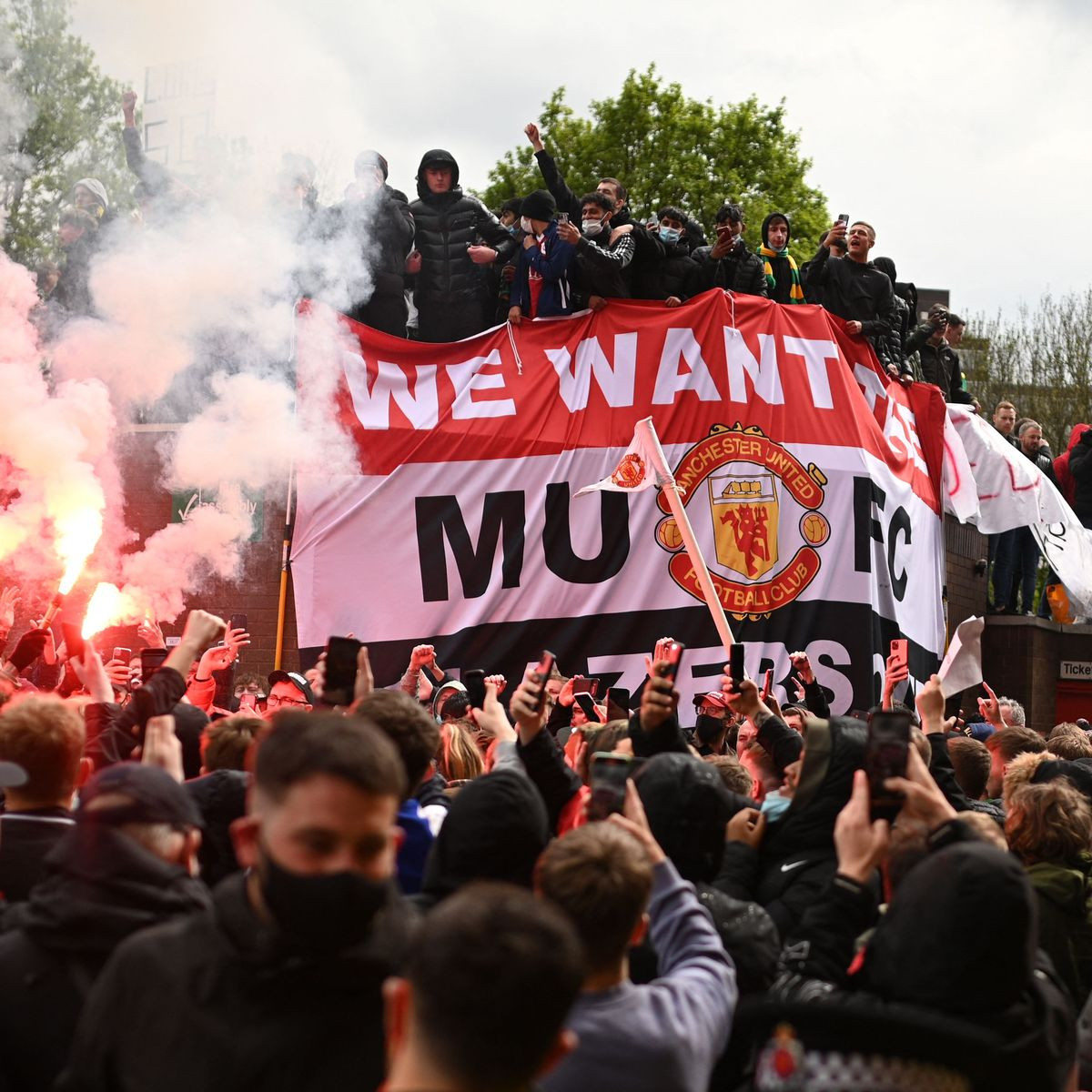 Manchester United could face a points deduction and hefty fine that saw Liverpool clash postponed?